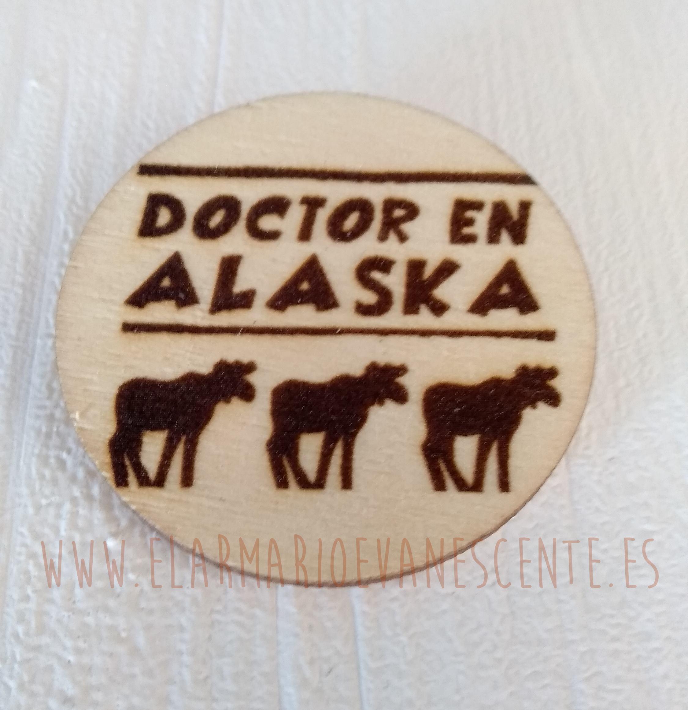 Broche Doctor en Alaska renos oscuros grande