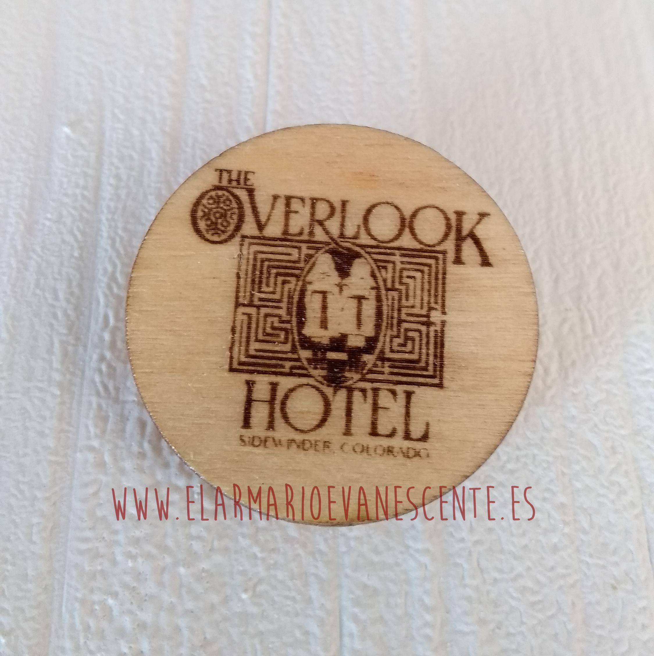 broche Overlook Hotel grande y pequeño