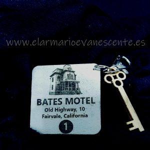 Bates hotel delantera